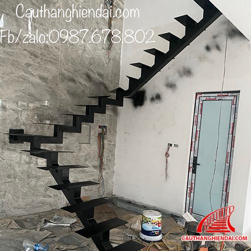 Cầu thang xương cá-2020-7 class=