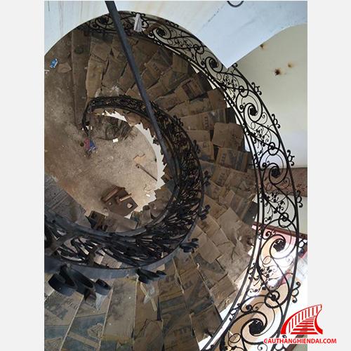 Cầu thang sắt nghệ thuật 06